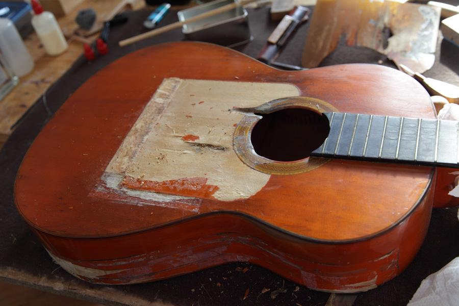 Restauration d 39 une guitare cond - Vernis pour table ...